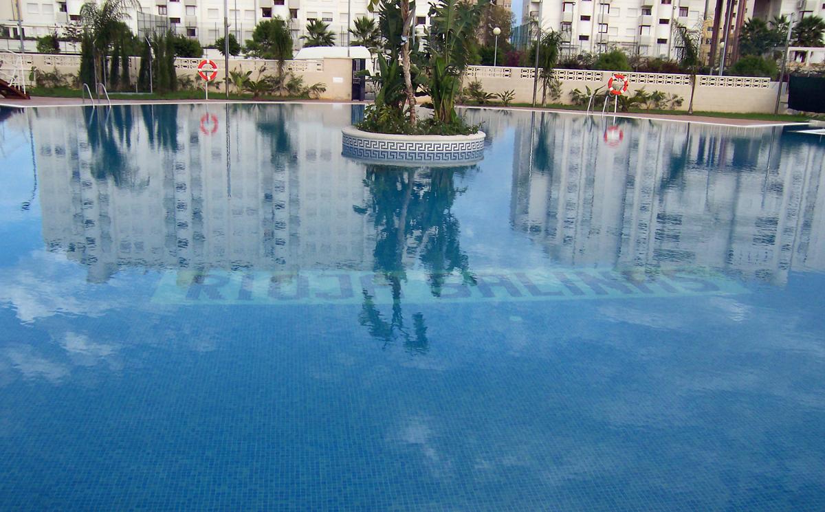 Descubre en nuestro último post PoolPLay cómo mantener tu piscina limpia todo el año