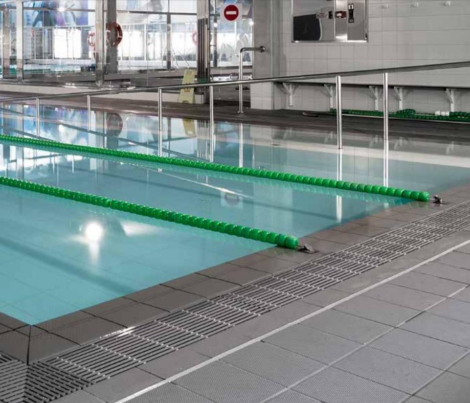 Superficies antideslizantes en piscinas