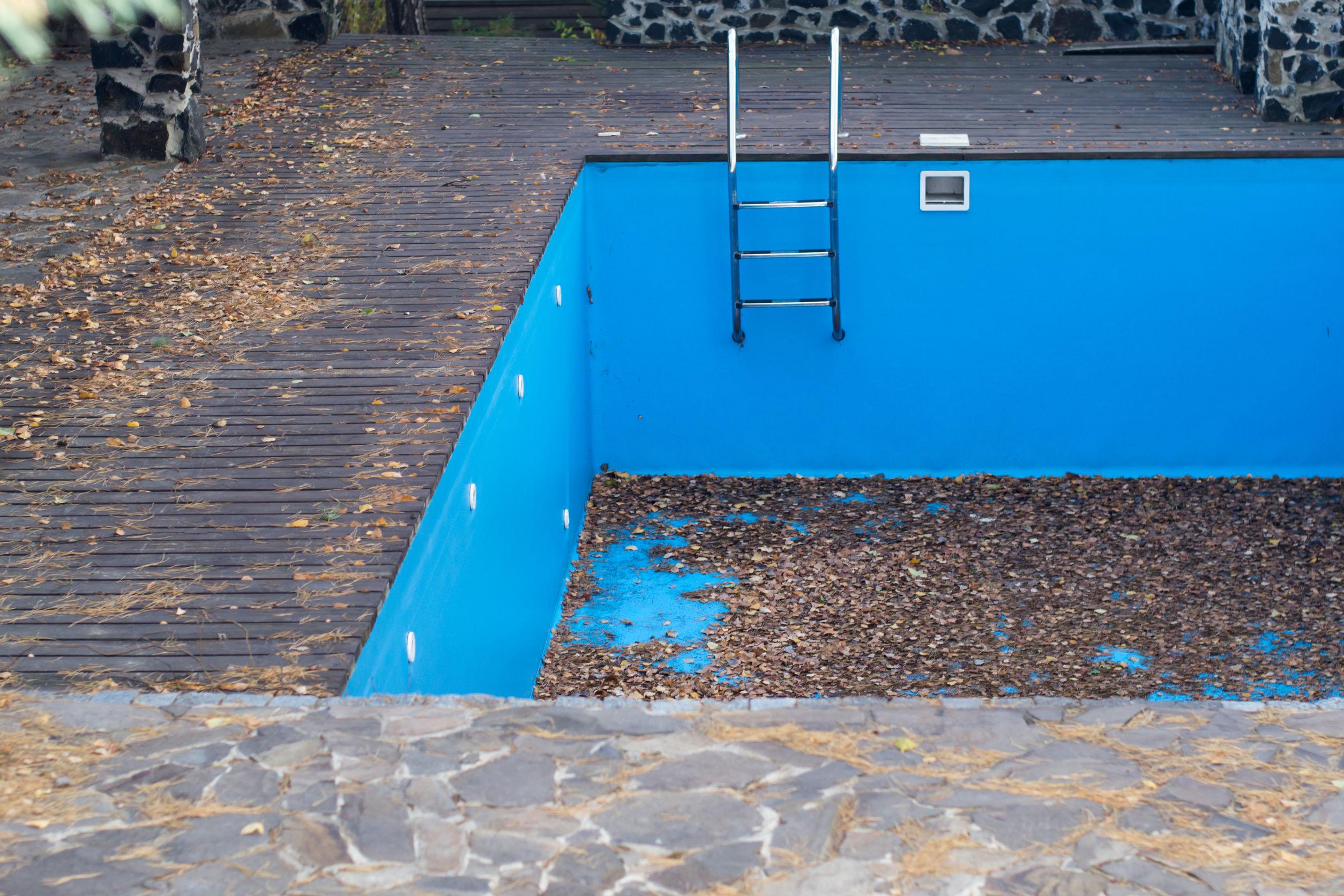 ¿Se debe vaciar la piscina en invierno?