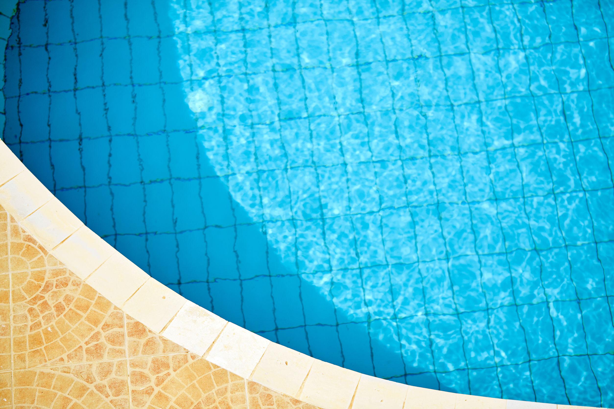 ¿Filtraciones en la piscina? Impermeabilizar es la solución