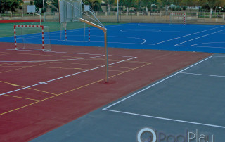 En PoolPlay somos especialistas en la construcción de pistas de tenis de resina sintética