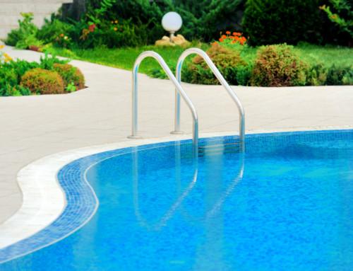 ¿Cómo aplicar el desincrustante en la piscina?